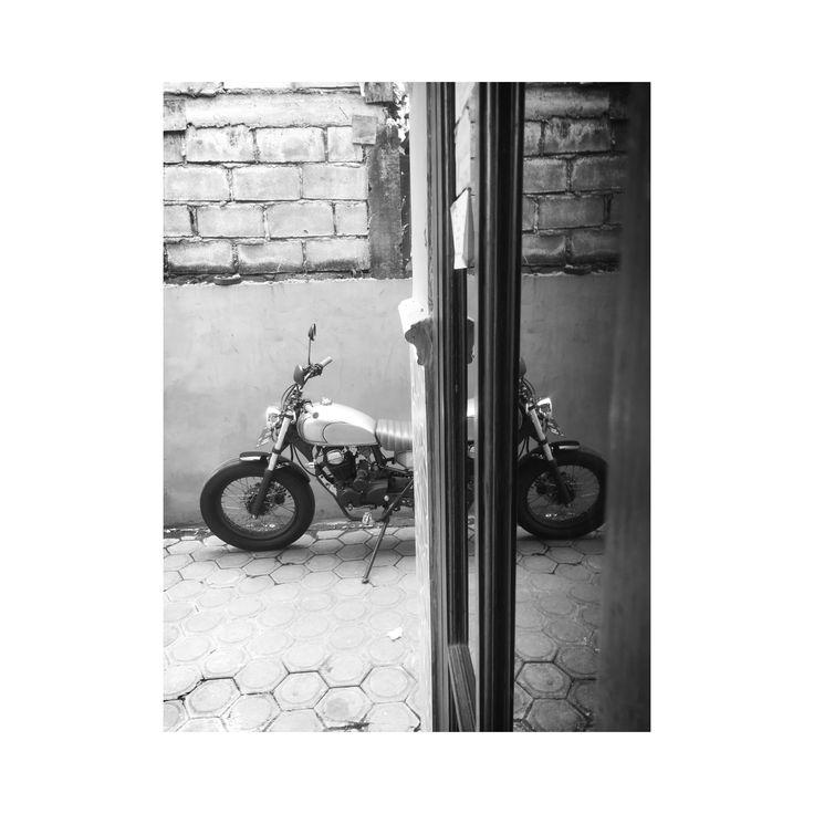 Honda 200 Custom Low Buget #custom #motorcycles #indoor