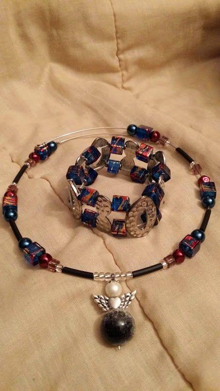 Halsband och det 2-radiga armbandet