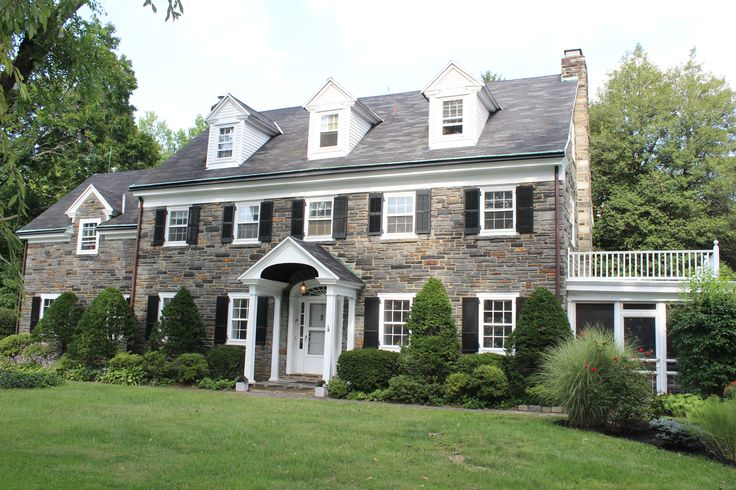 Best 25 center hall colonial ideas on pinterest for Colonial style homes for sale