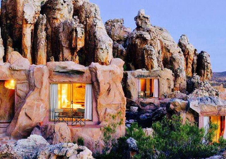 This truly does remind me of the little town of Bedrock, the fictional home of the The Flint Stones. In reality this is a Cave Hotel, Cederberg Mountains, South Africa. Have a ya-ba da-ba-doo time!  Pic from @AK_Joy, @Earth_Pics