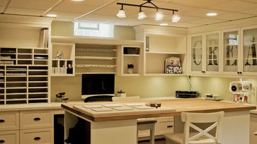 fantastic craft room, wish I had the room for one like this, tons of storage and counter space.  drool.