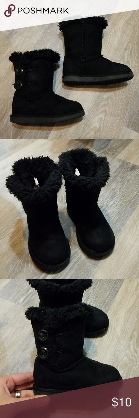 Girls fur lined boots Cute black fur lined boots with button detail on the sides. Toddler size 7. The buttons are functional but my daughter always just slipped them on and off. Have some wear on the toe of the soles, as pictured, price reflecting. But still have life. Great, thick sole and warm! Shoes Boots