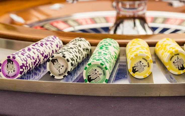 We totally love the idea of including casino tables in your wedding reception. Not only will it totally entertain your guests but it also fits in with two of our favourite wedding themes; black tie weddings and Las Vegas themed weddings!