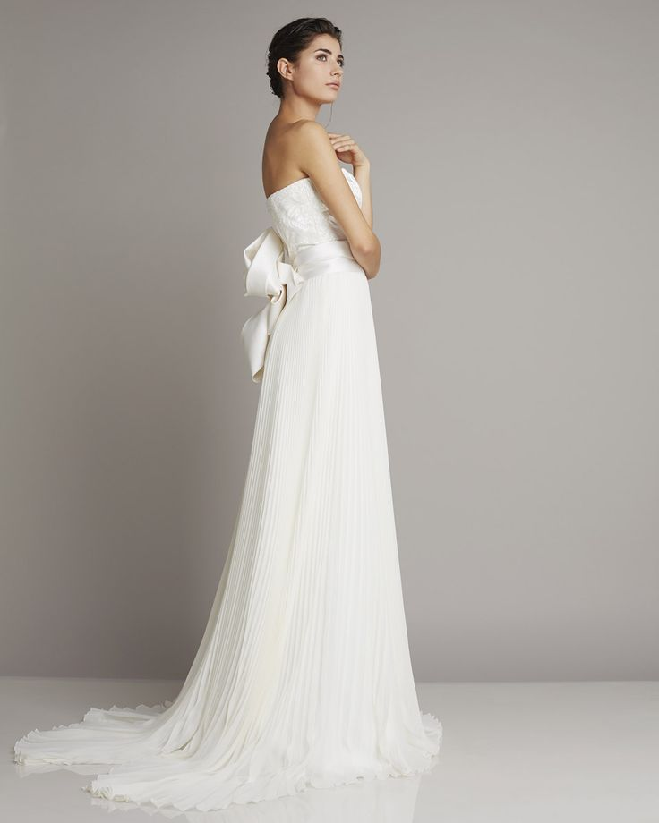 Elegant Refined wedding gown with pleated sheath skirt and lace beaded bustier giuseppepapini