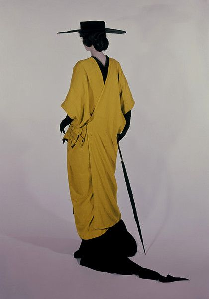 Paul Poiret, 1913. Belle Epoque kimono, Paul Poiret  was inspired by the Japan and set the kimono style and colors.