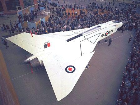 El CF-105 Arrow fue una muy promisoria aeronave, pero, fue cancelado por razones políticas, junto con el motor Orenda y los misiles Sparrow 2.