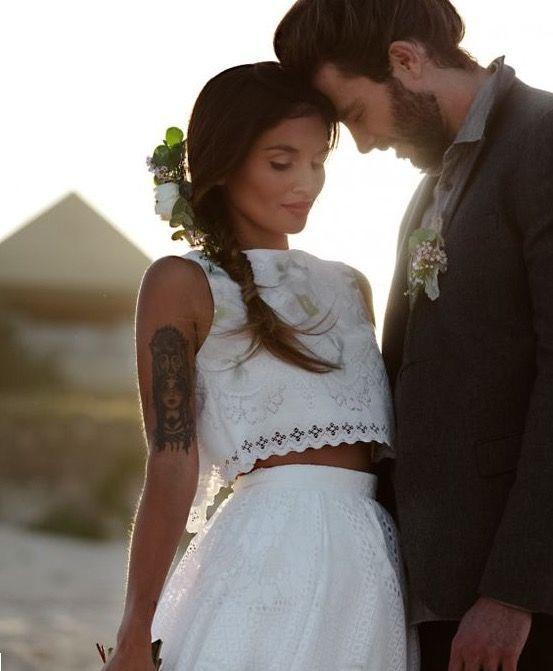 ¿Te gusta la tendencia Boho Chic? ¡Ha llegado a los vestidos de novia! Os dejamos una selección de algunos de ellos para que vayáis cogiendo ideas :)