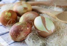 Ostereier färben mit Zwiebelschalen – DIY-Anleitung
