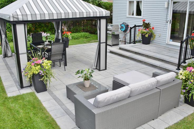 L abri jardin et le mobilier ext rieur rendent la terrasse invitante pour pouvoir prendre le for Meubles pour jardins et terrasses