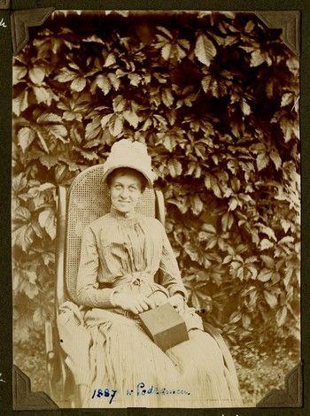Zofia z Zamoyskich Tadeuszowa Grocholska (1866 – 1957), Podzamcze 1887 r.