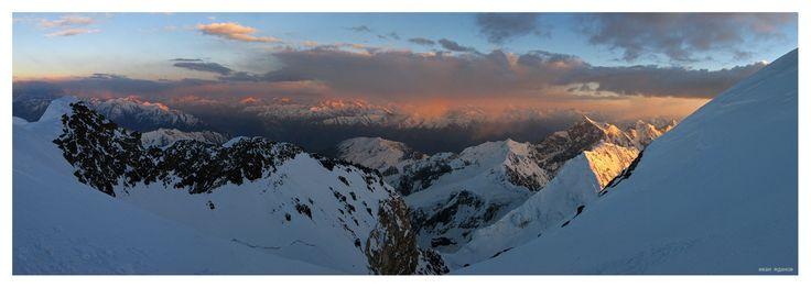 #горы #памир #пик революции #туризм #альпинизм Photographer: Иван Жданов