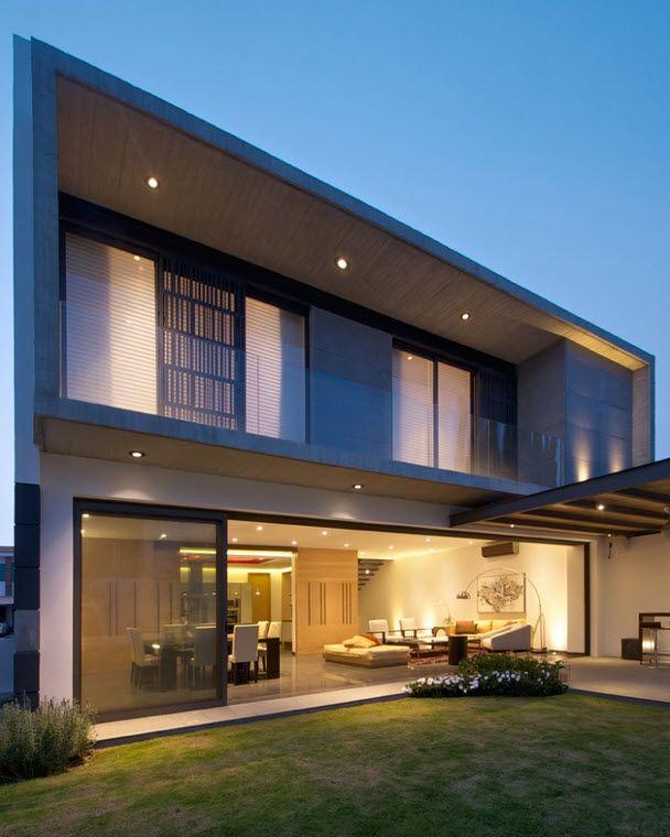 Diseño de fachada posterior de casa de dos pisos