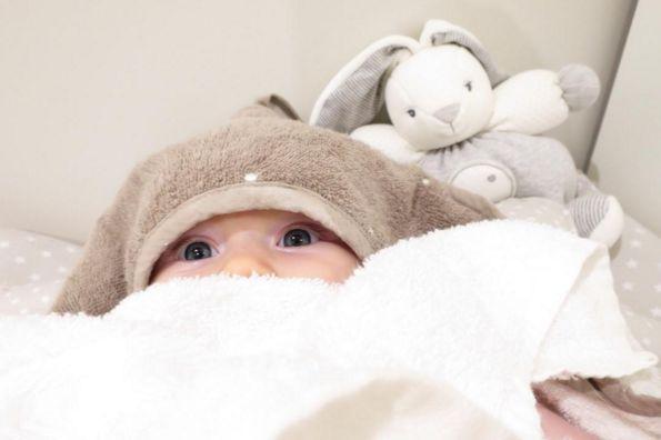 Naše zákaznice na Instagrame pod nickem @lettsdream právě přidala rozkošnou fotku svého miminka se zajíčkem Kaloo (http://goo.gl/27ZHSC)