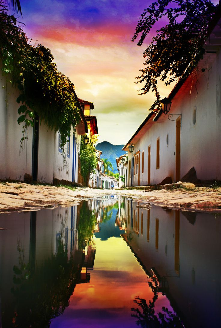 Paraty, Rio de Janeiro - is a preserved Portuguese colonial (1500–1822) and Brazilian Imperial (1822–1889) town. It is located on the Costa Verde (Green Coast), a lush, green corridor that runs along the coastline of the state of Rio de Janeiro, in Brazil. Paraty has become a popular tourist destination in recent years, renowned for the historic town and the coast and mountains in the region.