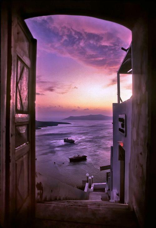 hellasinhabitants: Santorini, Greece. Doorway in Fira. Σαντορίνη, Ελλάδα. Πόρτα στα Φηρά. ανοίγοντας τηνπόρτατουπαραδείσου, πάνταθάλασσαθαβλέπεις….
