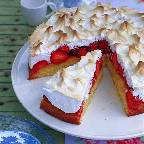 Erdbeer-Baiser-Torte.