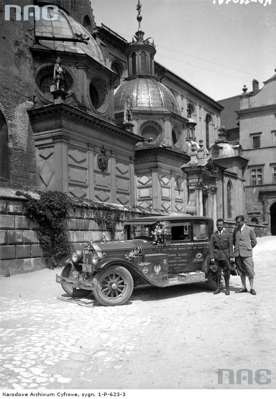 Buick of Jerzy Jeliński, who travelled around the world, 1939.
