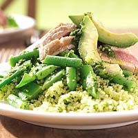 Couscoussalade met avocado en tonijn. Erg lekker met gerookte kip of merguez in plaats van tonijn.