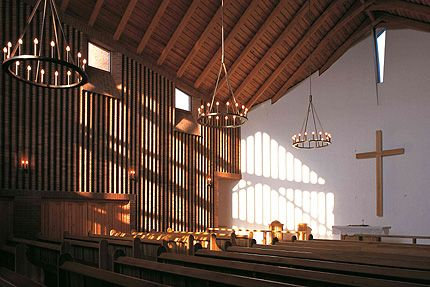 http://tarsas2010.blog.hu/2012/03/04/evangelikus_templom_dunaujvaros