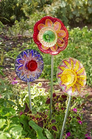 Top 25 best glass garden flowers ideas on pinterest for Recycled glass projects