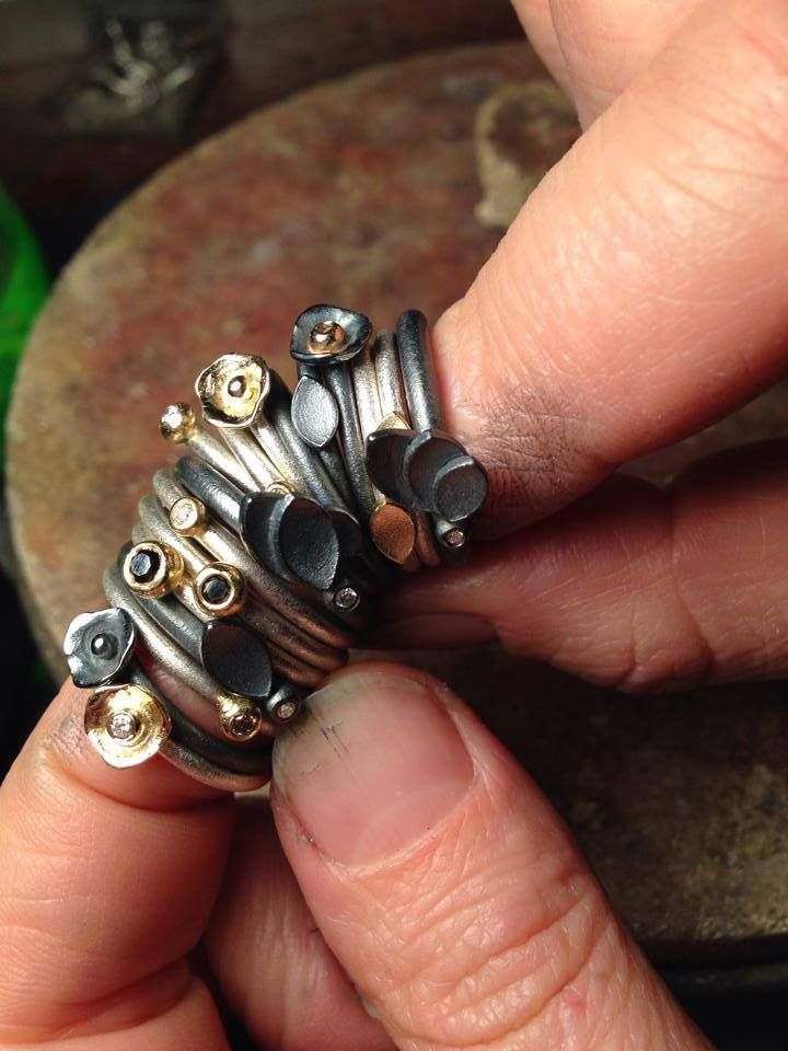 Nye samleringe i mini format - frisk fra værkstedet. #samlering #diamantring #ringstack #diamondring #milasjewellery