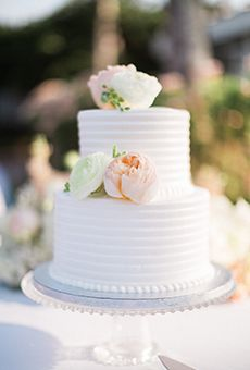 Classic White Wedding Cake with Flowers | Wedding Cake