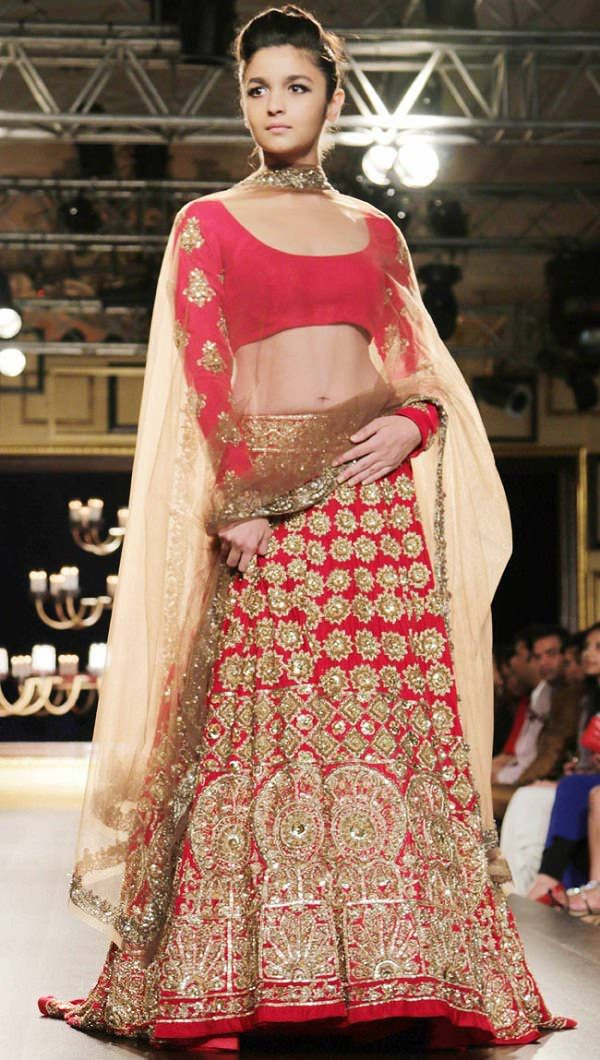 casual style indian bridal dupatta styles