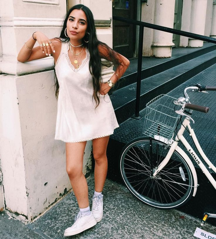 31 Perfect Looks To Copy This August #refinery29  http://www.refinery29.com/2016/08/118483/new-outfit-ideas-august-2016#slide-2  Swap your studs for some dangly hoops. ...
