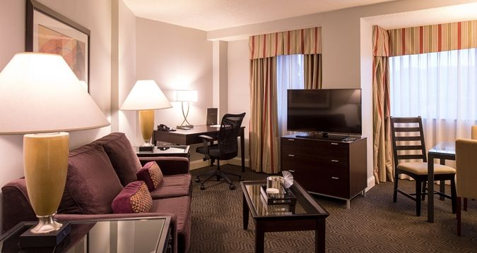 If you have a lot of out of town guests coming in for your wedding, Hilton Brentwood/Nashville Suites is perfect to make them feel at home! Check out this common area in one of their rooms. Click the image to learn more. Photo credit: Hilton Brentwood/Nashville Suites
