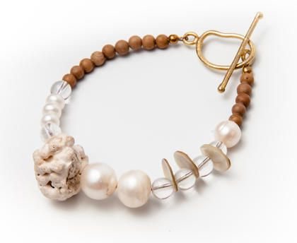 Lady Magpie - 22.05€  Seashell Bracelet   Made of: coral, cultured pearls, seashell, rock crystal, tiger jasper.  Circumference: 18 cm