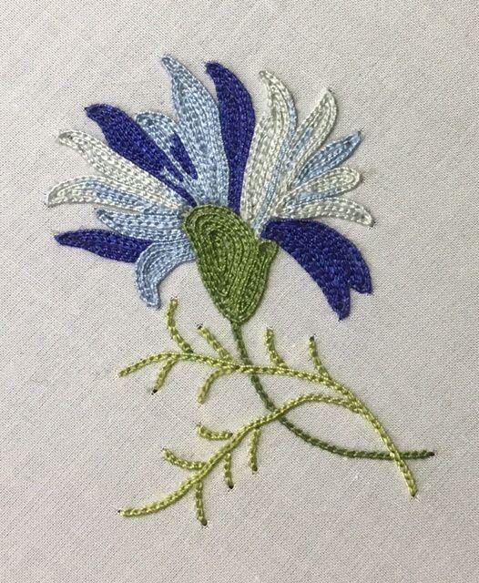 Bleuet brodé par Laurence