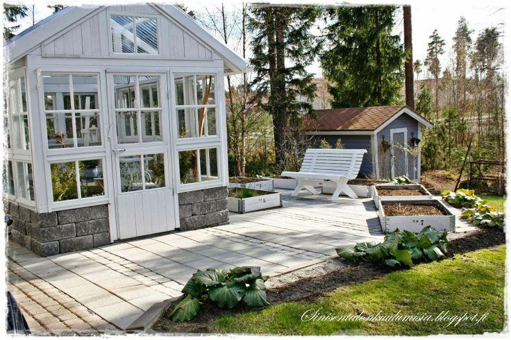 I love this look for a greenhouse     Sinisen talon kuulumisia
