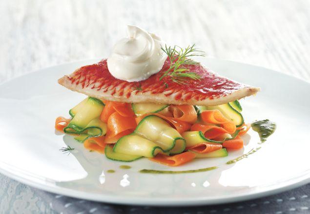 Filet de Rouget, tagliatelles de Carottes et courgettes au cumin avec un pesto de coriandre