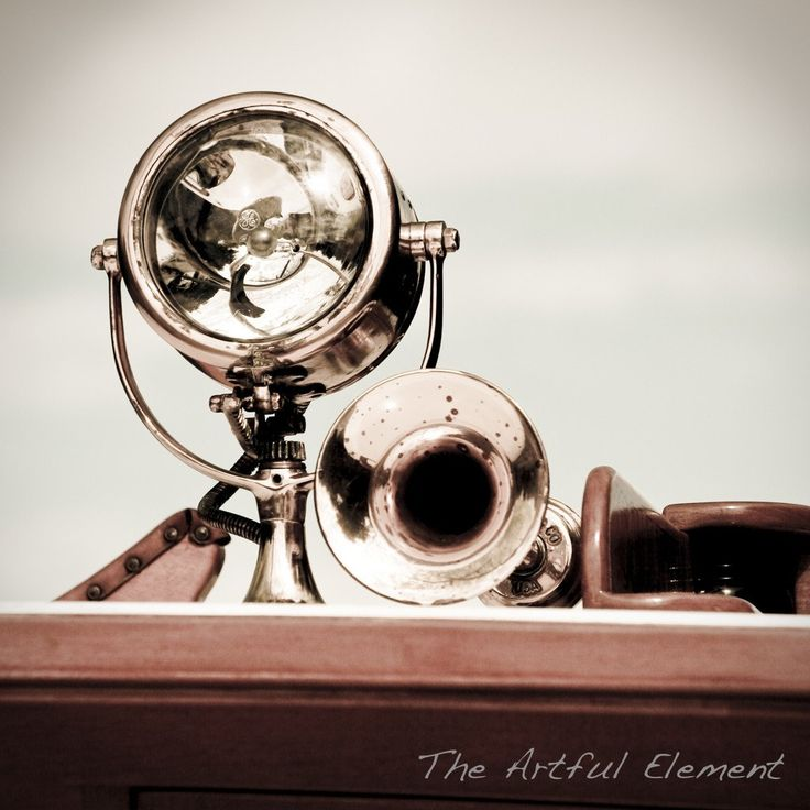 Classic yacht photograph, Search light