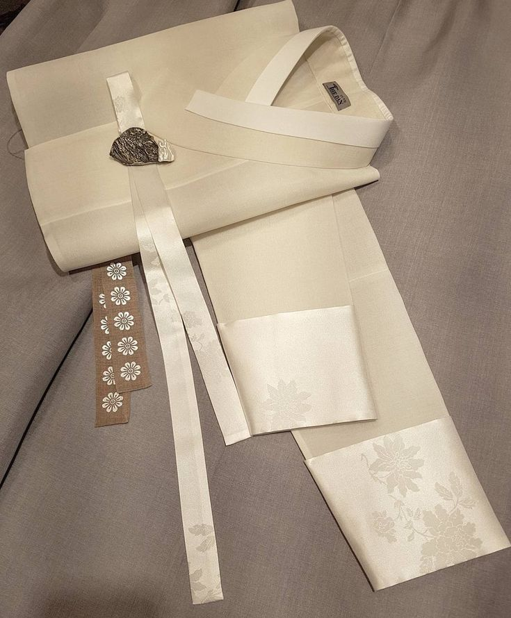 ㆍ ㆍ 엣지 ㆍ ㆍ ㆍ ㆍ ㆍ ㆍ ㆍ ㆍ #더단#한복더단#더단한복 #심플#한복#세련된#엣지 #모시#저고리#청담#강남 #모던#스타일#단아한#데일리 #신부한복#혼주한복#예복 #edge#hanbok #beautiful #simple#gray#wedding
