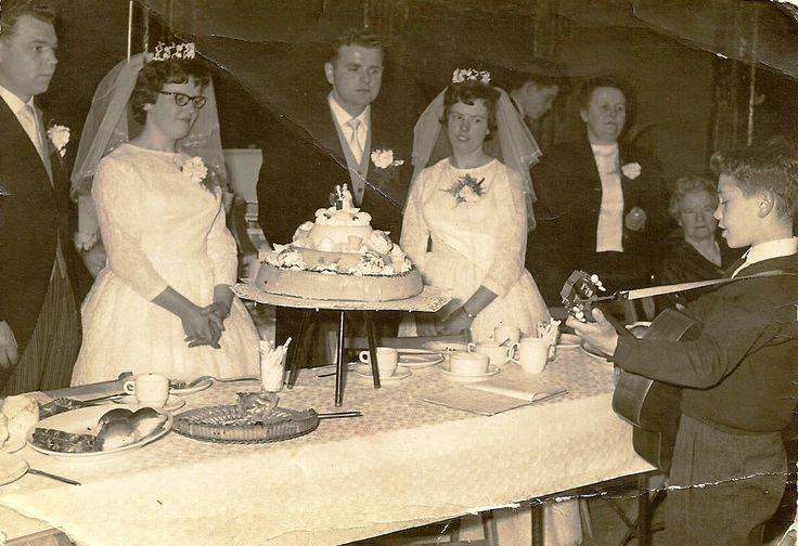 Mijn eerste optreden  alleen 10 april 1964 Bruiloft Bart Hurkmans  Toos Knapen te Nederweert het andere Bruidspaar is een zuster van Toos en d'r man