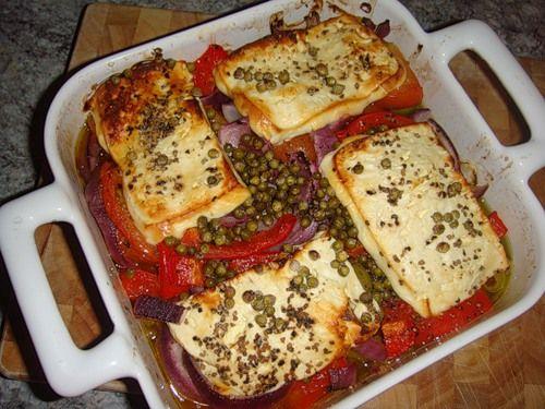 Запечено сирене с лук и домати - изображение