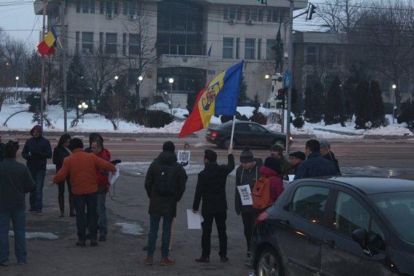 """S-a ieșit și la Teleorman! 50 de oameni au avut curajul să protesteze în județul lui Dragnea: """"Mulți au fost amenințați că vor pierde ajutoarele sociale!"""""""