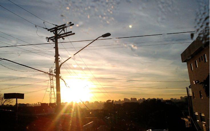 Foto tirada no Jardim São Luís, na Zona Sul, às 6:30h da manhã, antes de ir para o trabalho.