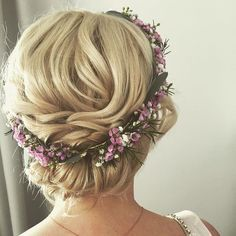 Best weather over Munich yesterday was Julia's big day fresh flower wreaths in the bridal hairstyle just look great. #brewing …