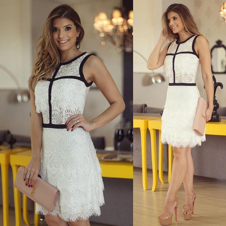 """""""Vestido @strass_oficial ❤️ Renda branca com detalhes em preto! Amo ❤️ Para inspirar nosso domingo ❤️ • #previewwinter16 #blogtrendalert"""""""