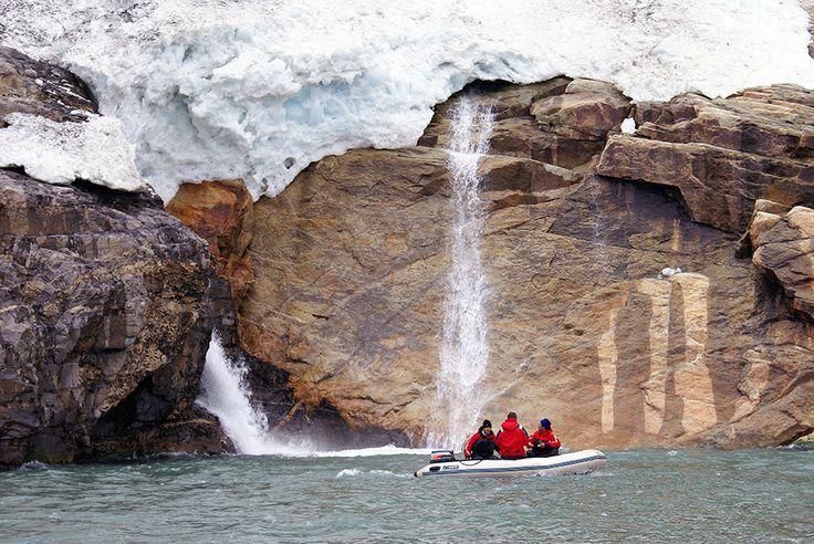La belleza del Glaciar Balmaceda, ubicado en el Parque Nacional Bernardo O'higgins. En tu visita a este Glaciar puedes vivir de un gran espectáculo cuando se deslizan sus blancos témpanos por el lado este del monte. Conoce sus alrededores aquí! http://bit.ly/1ojnzyF