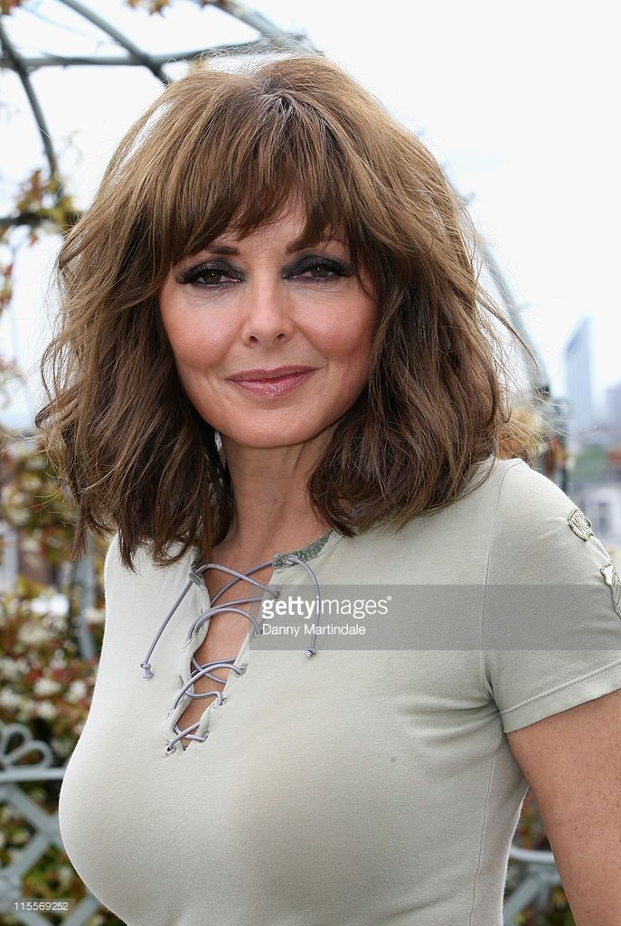 Pin By Kelly Parks On Fringe Carol Vorderman Long Hair
