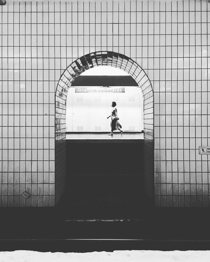 In transit #paris #bw #blanckandwhite #travel #ratp #frame #composition