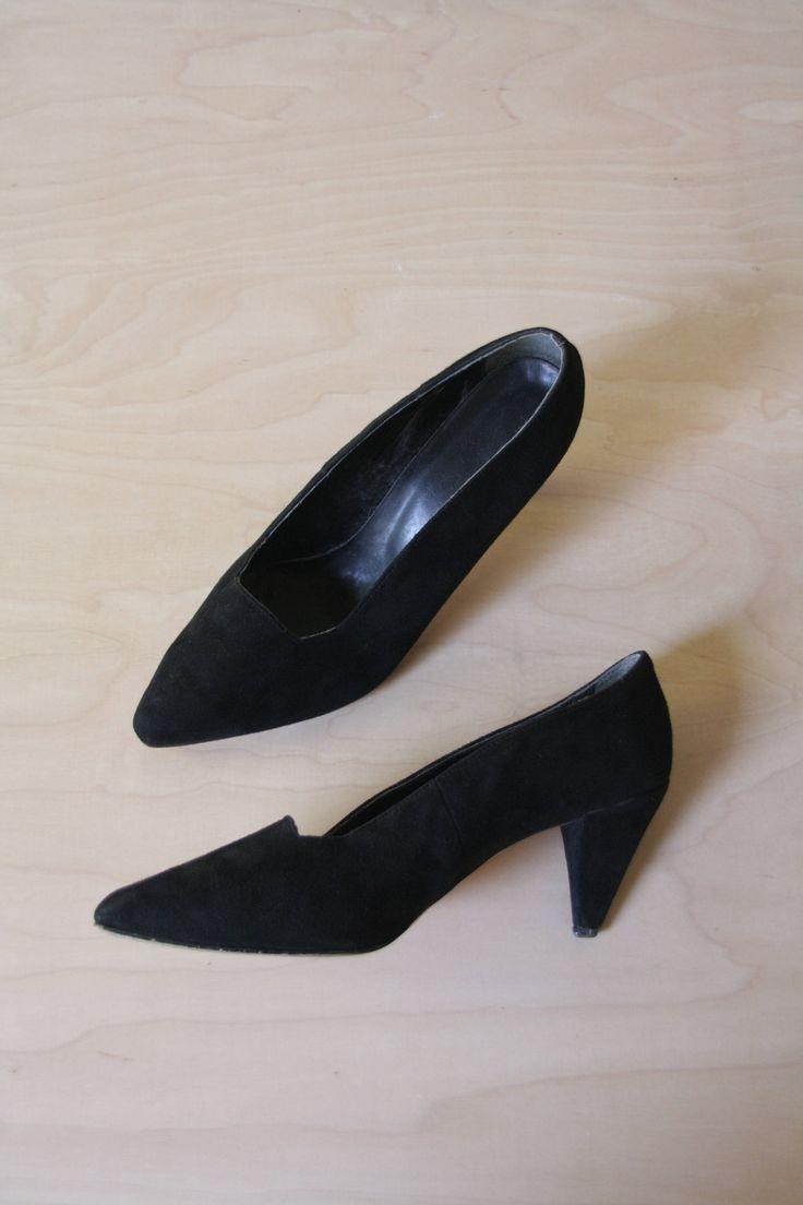 Black suede pumps. Suede heels. 90s suede shoes. Black suede court shoes. Block heel suede pumps. US 10 AU 9 UK8
