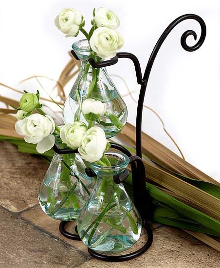 Glass Vases Decor for Mom Bring a pleasure for mother by adding a beauty to her home setting. Arrange glass vases to make your glass table look special for this mother's day holiday feast.