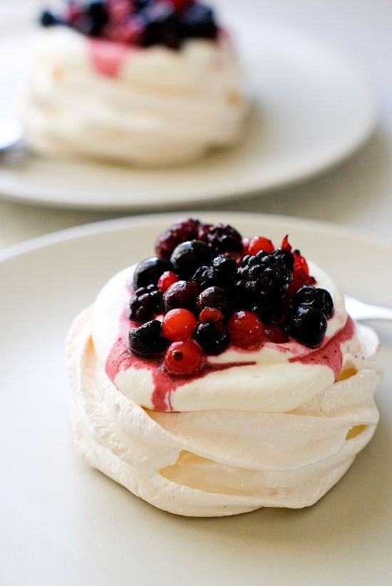 Mini pavlovas aux fruits rouges