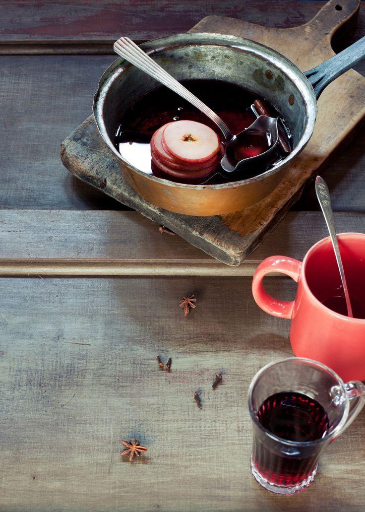 Vinho quente | #ReceitaPanelinha: Para espantar o frio, uma clássica receita dos meses de inverno. Nesta versão, ela ganha o charme das maçãs fatiadas e serve direitinho duas pessoas.