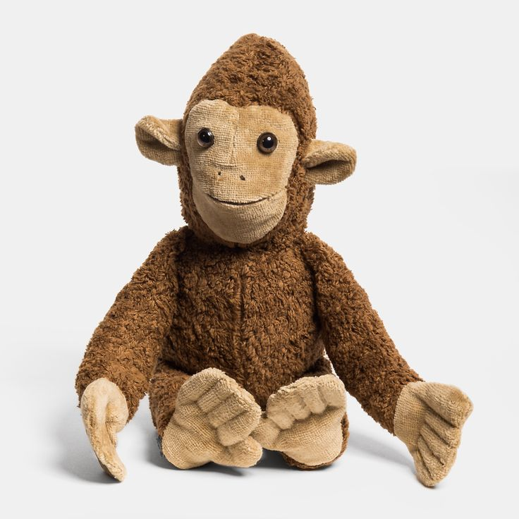 """Kuscheltier Affe """"Toto"""" aus Bio-Baumwollplüsch, gefüllt mit Bio-Baumwolle (vegan)    Eine Charaktereigenschaft des süßen Schlenker-Kuscheltiers Toto haben wir sofort und eindeutig feststellen können: er kann sehr gut zuhören und versteht einen ganz und gar. Sein sanfter, lieber Blick hat uns beim Foto-Shooting auf Anhieb von seiner verständnisvollen Art überzeugt. Gemeinsam mit Deinem Kind wirst Du bestimmt sehr viele weitere, gute und möglicherweise auch etwas schrullige Charaktere..."""