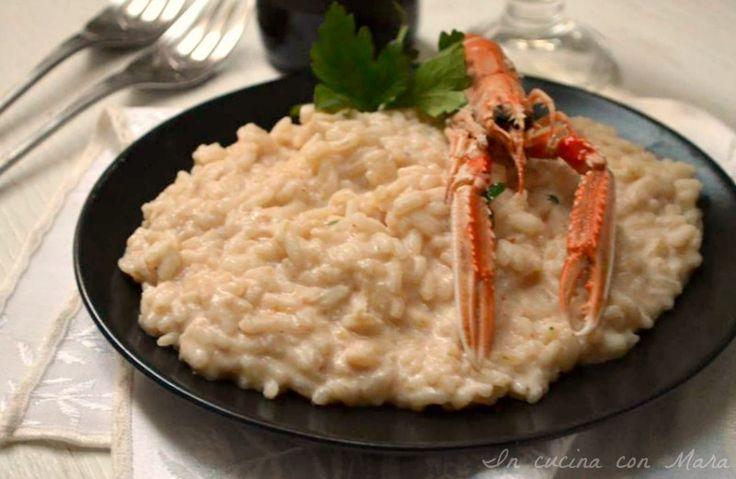 Il risotto alla crema di scampi è un classico della cucina italiana, un piatto delicato ed invitante, perfetto per un pranzo o una cena a base di pesce.